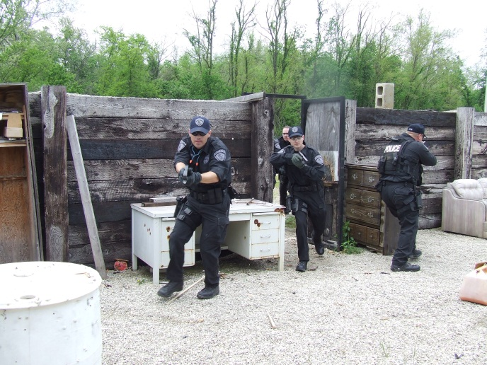TACTICAL TEAM SHOOT HOUSE TRAINING