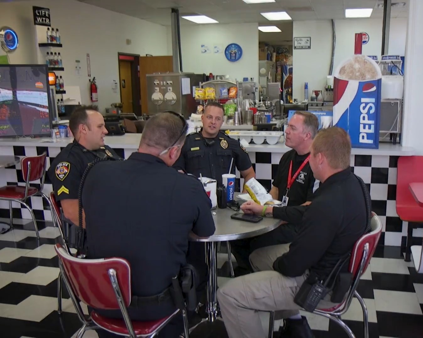 OFFICERS EATING LUNCH